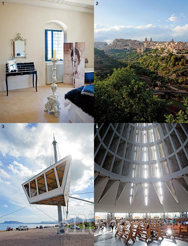 1 카샤 카르치체라 빌라의 객실. 2 높은 곳에서 바라본 라구사 지역의 전경. 3 팔레르모 부치리이에 자리한 전망대. 4 사라쿠스에 있는 산투아리오 마돈나 뎁레 라크리메 교회의 실내.