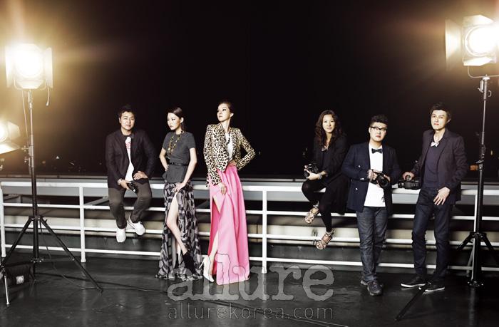 (왼쪽부터) 사진가 김영준이 입은 재킷은 니나리치 맨(Nina Ricci Men). 보타이는 브리오니(Brioni). 모델 박예운이 입은 톱과 드레스, 네크리스, 벨트 모두 쟈니해잇재즈(Johnny Hates Jazz). 모델 윤소정이 입은 호피 프린트 재킷은 지방시(Givenchy). 티셔츠와 스커트, 펌프스는 모두 질 샌더(Jil Sander). 별모양의 목걸이는 스튜디오 아파트먼트(Studio Apartment). 사진가 김태은이 한 보타이는 라 피규라 바이 더스튜디오케이(La Figura by The Studio K). 사진가 이경렬이 입은 재킷은 에르메네질도 제냐(Ermenegildo Zegna). 보타이는 클리포드(Clifford). 안경은 로쏘 바이 옵티칼 W(Lotho by Optical W). 사진가 정기락이 한 보타이는 시스템 옴므(System Homme).