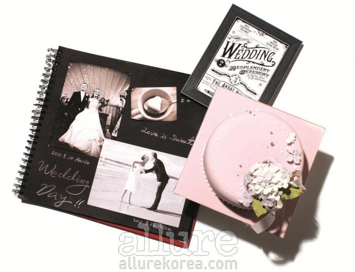 웨딩스크랩북은 북바인더스. 웨딩 케이크는 레미나스 케이크 제품.