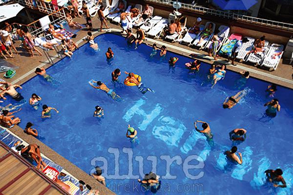 젊은층에게 인기 몰이중인 해밀턴 호텔 수영장