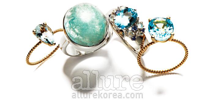 (왼쪽부터) 아쿠아마린 장식의 14K 골드 반지는 45만원, 레쿠(Les Koo). 원석 장식의 실버 반지는 10만원대, 라리마(Larimar). 아쿠아마린 장식의 18K 화이트골드 반지는 2백70만원대, 타사키. 4캐럿 아쿠아마린 장식의 반지는 85만원, 레쿠.