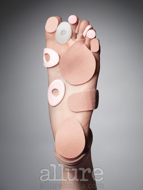 무지외반증을 예방하는밴드와 굳은살과 발의피로를 줄이는 패드는모두 티타니아.
