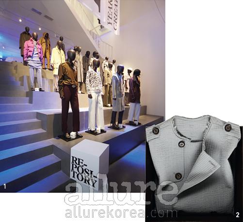 1 아카이브 전시가한창인 우영미플래그십 스토어맨메이드2 첫 파리 컬렉션 작품인 트렌치코트
