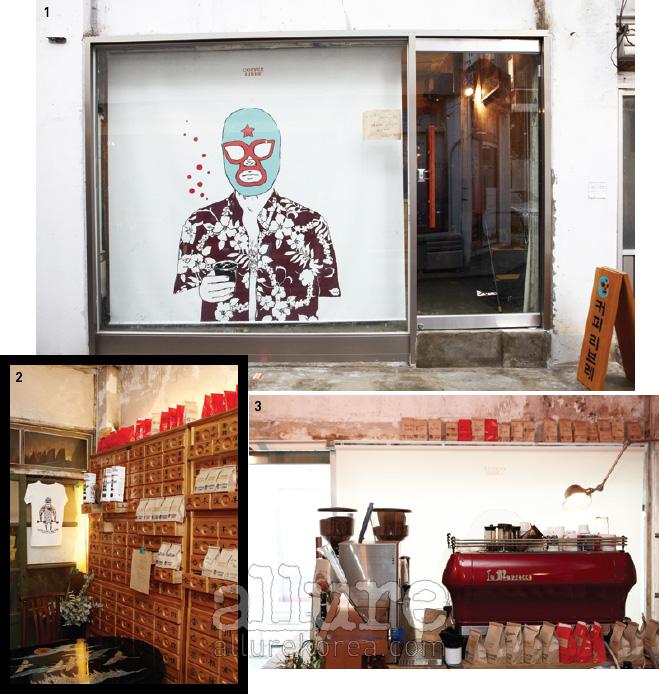 1. 커피리브레의 시그니처캐릭터가 보이는 윈도.2. 시장에서 주워온 한약방약장으로 꾸민 이색적인 내부공간. 3. 입맛에 따라 다양한 커피생두를 구매할 수 있다.