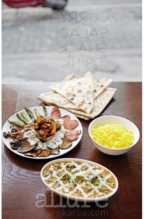 이국적인 맛과 빛으로 가득한타이거 마살라의 식탁