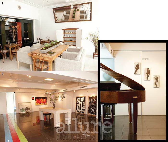 1 도자기 공예가, 플로리스트의작품을 전시한 아늑한 카페내부. 2 전시가 없는 기간에는갤러리 소장 작품을 감상할 수있다. 3 그랜드 피아노와 작품이함께 놓인 2층 갤러리.