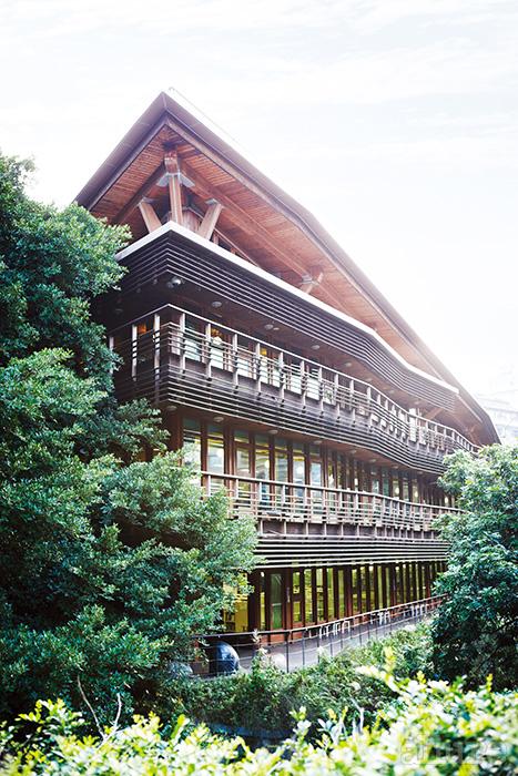 히노키 소재를 사용해서 지은 베이터우 도서관. 타이베이가 얼마나 자연과 가까운 도시인지를 보여준다.