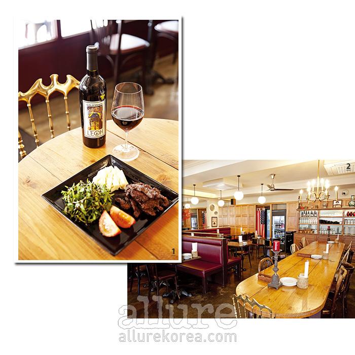 1 본 페퍼 스테이크와 캘리포니아 와인, 레오. 2 성조기와 중국황제의 초상이 함께 있다.