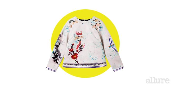 네오프렌 소재 스웨트 셔츠는 36만원, 서리얼벗나이스(Surrealbutnice).