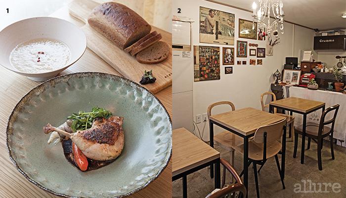 1 배수프와 오리다리, 그리고 기네스 빵 2 나란히 놓인 세 개의 테이블
