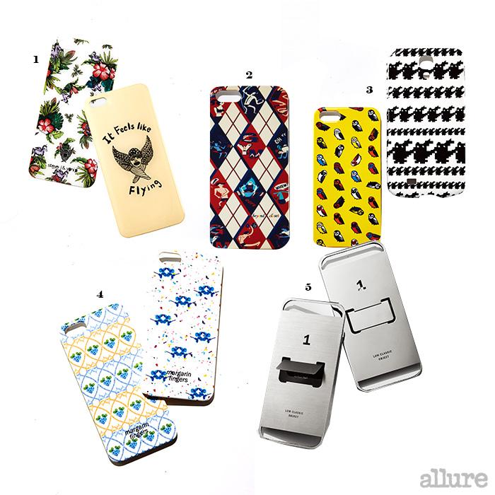 1 로고와 트로피컬 프린트의 휴대폰 커버는 각각 4만9천원, 스티브 J&요니 P(Steve J&Yoni P). 2 위트 있는 일러스트레이션과 아가일 체크 프린트의 휴대폰 케이스는 가격미정, 비욘드 클로젯(Beyond Closet). 3 노란색의 베베 슈에뜨와 흑백의 갈라가 슈에뜨 프린트의 휴대폰 케이스는 각각 3만8천원, 럭키 슈에뜨(Lucky Chouette). 4 수채화 물감으로 그린 듯한 꽃무늬 프린트의 휴대폰 케이스는 각각 3만원, 마가린 핑거스(Margarin Fingers). 5 내장된 지지대가 인상적인 무광 스테인리스스틸 소재의 휴대폰 커버는 각각 21만원, 로우 클래식(Low Classic)