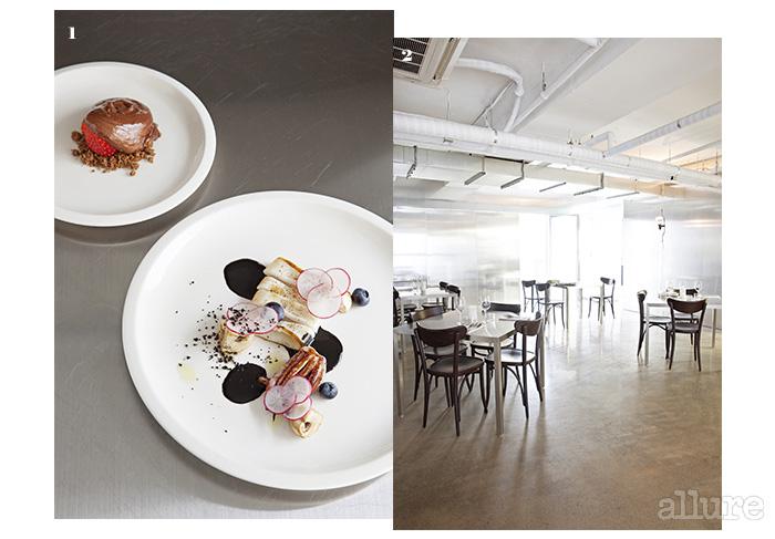 1 초콜릿 무스 딸기와 오징어 먹물 양송이. 2 그 어떤 공간과도 닮지 않은 인테리어.
