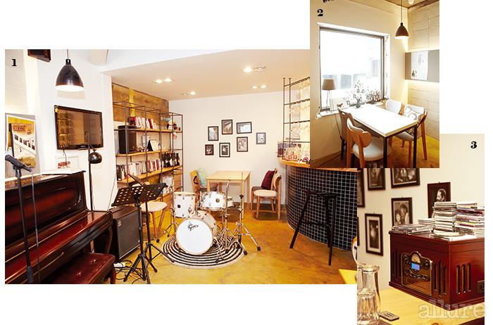 1 공연하는 카페인 만큼 피아노, 드럼 등의 악기가 준비되어 있다. 2 큰 창 옆으로 놓인 깔끔한 테이블. 3 쉽게 찾을 수 없는 재즈 음반이 가득하다.
