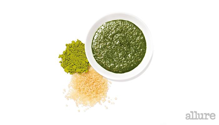 유기농 갈색설탕에 녹차가루와 꿀을 넣은 마사지 팩은 블랙헤드 제거에 효과가 좋다.