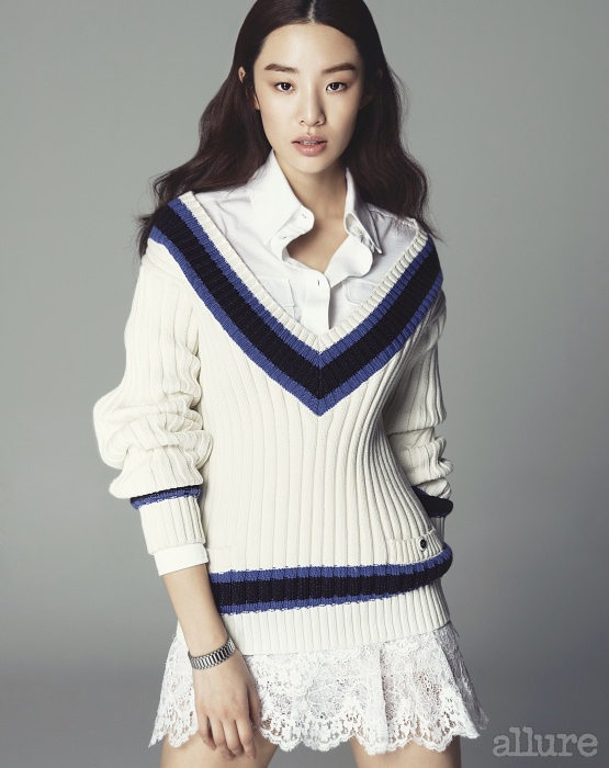 면 소재 스웨터와 셔츠는 모두 가격미정, 샤넬(Chanel). 나일론 소재의 레이스 스커트는 1백18만원, 이자벨 마랑(Isabel Marant). 스테인리스스틸 소재의 팔찌는 8만5천원, 먼데이 에디션(Monday Edition).