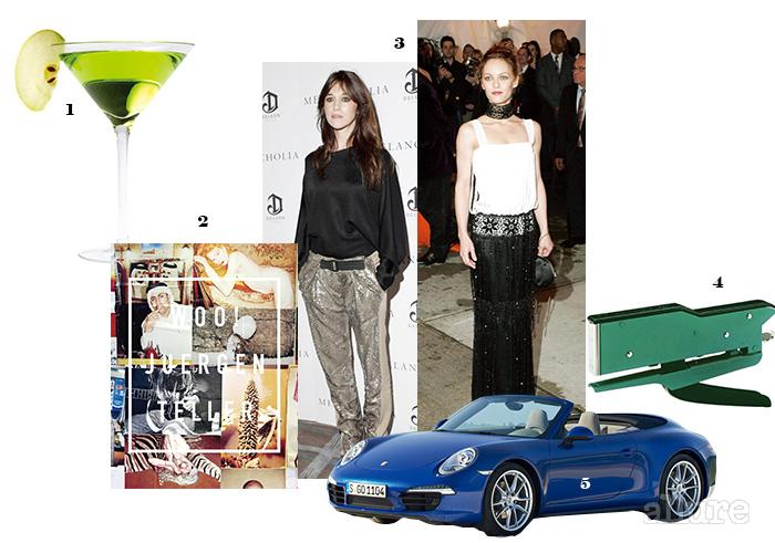 1 평소 즐겨 마시는 애플 마티니. 2 유르겐 텔러의 사진집 , 2013. 3 (왼쪽부터) 프랑스 여가수 샤를로트 갱스부르와 바네사 파라디. 4 빈티지 디자인의 제니스 스테이플러. 5 포르쉐의 911 카레라 자동차.
