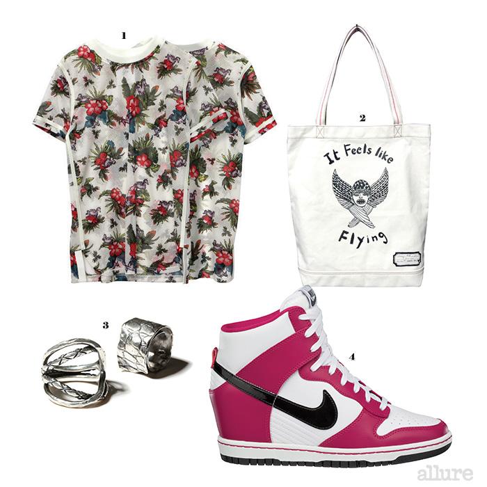 1 티셔츠는 14만8천원, 스티브 J&요니 P. 2 에코백은 6만9천원, 스티브 J&요니 P(Steve J&Yoni P). 3 은 소재 반지는 각각 32만원, 29만8천원, 젬앤페블스(Jem&Pebbles). 4 덩크 스카이 하이 운동화는 13만9천원, 나이키(Nike).