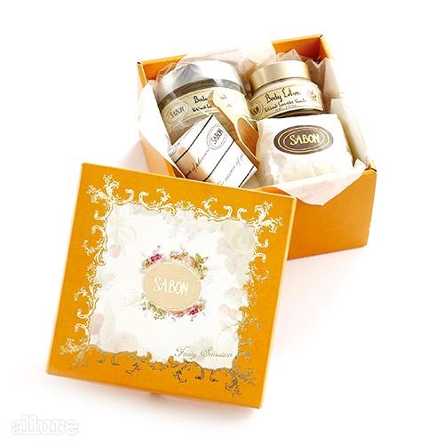 사봉의 보디 선물 세트. 보디 스크럽과 보디 로션, 비누로 구성되며, 원하는 향을 직접 고를 수 있다.