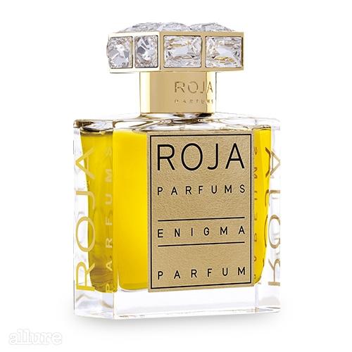 로자 퍼퓸의 이니그마 퍼퓸. 조향사 로자 도브가 만든 향수 브랜드이다. 베르가모트와 재스민, 일랑일랑의 향긋한 꽃향에 복숭아와 제라늄, 파촐리의 상큼한 향을 더했다. 50ml 345파운드.