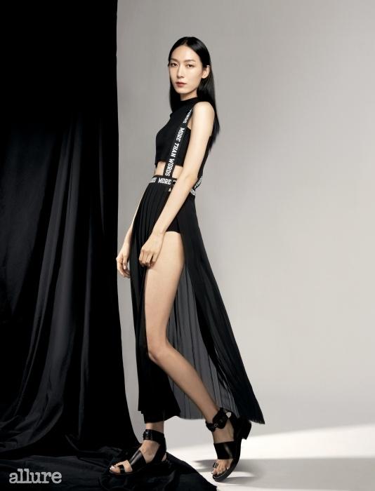 면 소재 톱과 폴리에스테르 소재 드레스는 지현정 × 쇼콩트(Jee Hyun Jung × Chokonte).