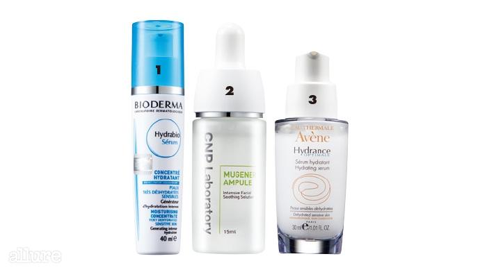 1 바이오더마의 하이드라비오 세럼. 피부각질층의 수분 증발은 막고 피부에 즉각적으로 수분을 채우는 세럼으로 피부자생력을 강화한다. 40ml 4만8천원. 2 CNP 차앤박화장품의 뮤제너 앰플. 민감성 피부를 빠르게 진정하고 트러블로 건조해진 피부에 수분을 공급하고 유지시킨다. 15ml 2만8천원. 3 아벤느의 이드랑스 옵띠말 세럼. 온천수 성분이 피부 진피층까지 작용해 수분을 전달하고 피부를 진정한다. 30ml 4만2천원.