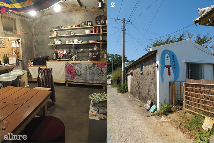 1 수다 장소인 주방에서주인장이 사주를봐주기도 한다. 복채는만원! 2 <꽃보다 청춘>에등장한 라마 인형,에로메스를 벽에 그렸다.