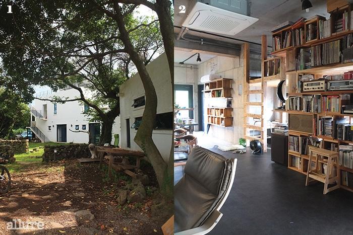 1 나무가 우거진미로객잔의 마당. 삽살개선방이도 보인다. 2 책과오디오가 구석구석 놓인주방 겸 공용 공간.