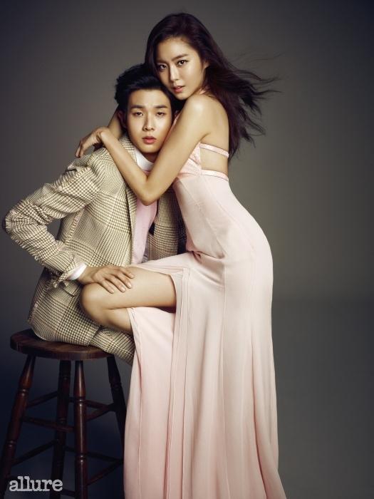 유이가 입은 드레스는미스지컬렉션(MissGee Collection).최우식이 입은 슈트는곽현주 컬렉션(Kwak HyunJoo Collection). 셔츠는스타일리스트 소장품.니트는 유니클로(Uniqlo).