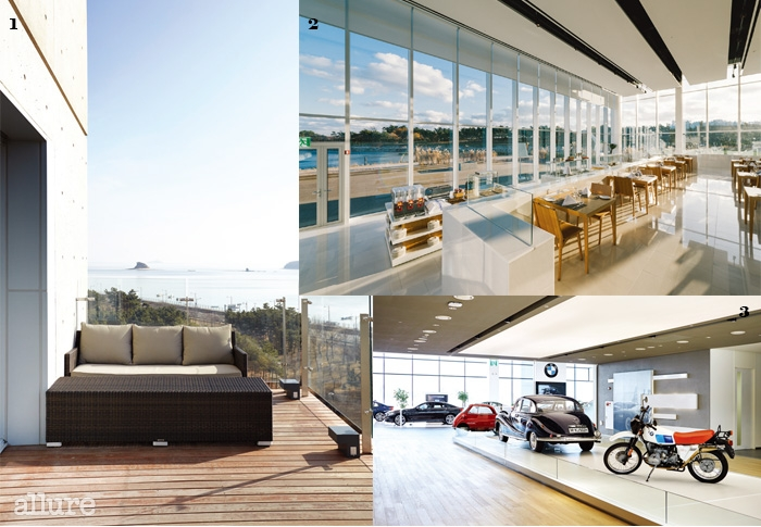 1 야외 공간을 갖춘 네스트 호텔의 스위트룸. 2 채광이 좋은 레스토랑 더플라츠.3 영종도에 위치한 BMW 드라이빙 센터.