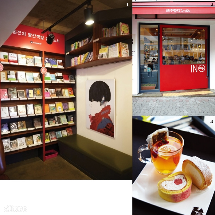 1 빨간책방의 얼굴인이동진이 직접 추천한 책들.구매할 수도 있다. 2 상징과도같은 육중한 빨간색 문. 3 자체 개발한 음료와 인기메뉴인 롤케이크.