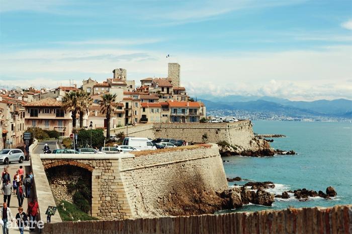 피카소의 아틀리에가 있던그리말디 성은 현재 피카소미술관으로 운영 중이다.