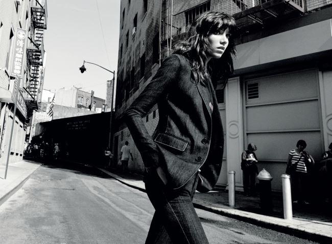 인디고 데님 소재 재킷과 팬츠는 모두 랄프 로렌 컬렉션(Ralph Lauren Collection).