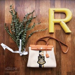 Her bag with R