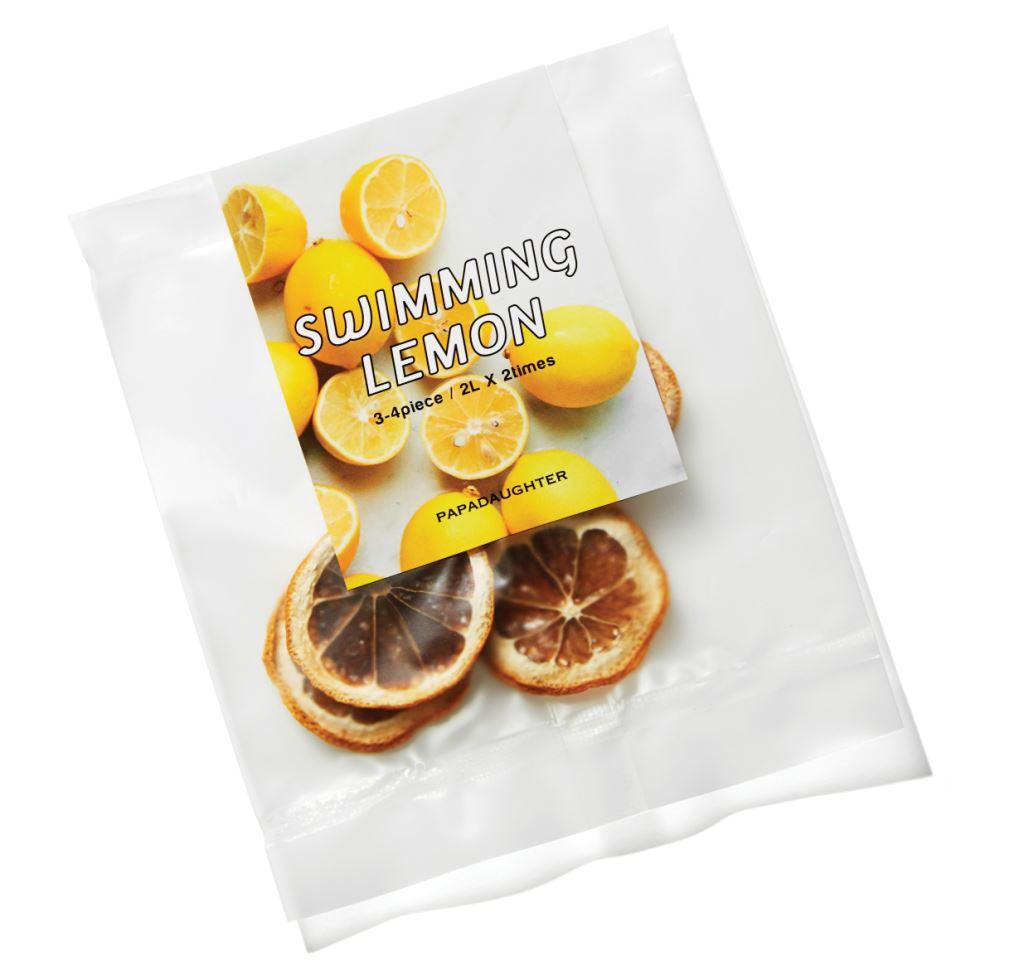 파파도터의 스위밍 레몬. 말린 레몬 조각을 차가운 물에 우려내면 상큼한 디톡스 워터가 완성된다. 25g 1만원대.