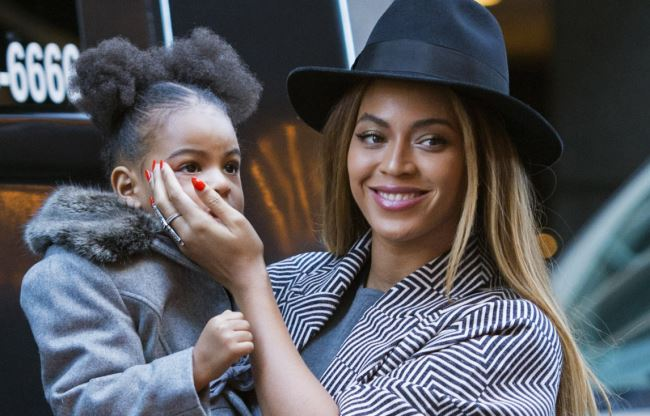 Beyonce with daughter Blue Ivy Carter arrive at the premiere of 'Annie' in NYC