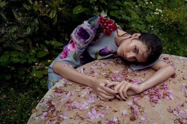 플라워 프린트 드레스는 돌체앤가바나(Dolce&Gabbana).