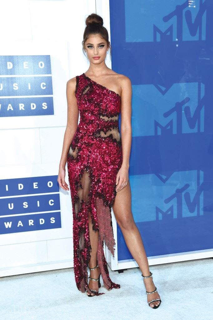NEW YORK, NY - AUGUST 28:  Model Taylor Hill attends the 2016 MTV Video Music Awards at Madison Square Garden on August 28, 2016 in New York City.  (Photo by Jamie McCarthy/Getty Images)