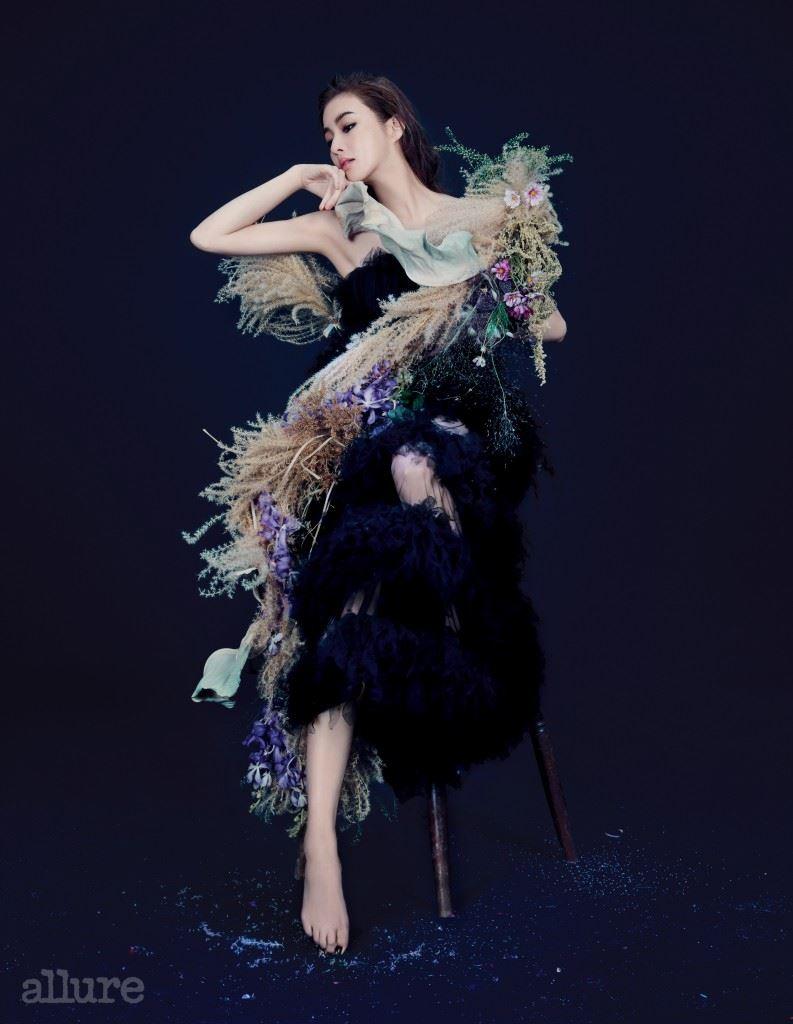 오간자 소재 드레스는 미스지 컬렉션(Miss Gee Collection).