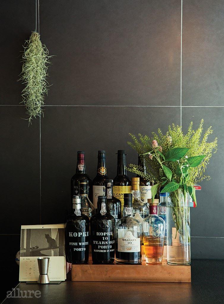 주정강화 와인인 포트, 셰리, 마데이라 와인과 진, 코냑 등의 주류를 맛볼 수 있다.