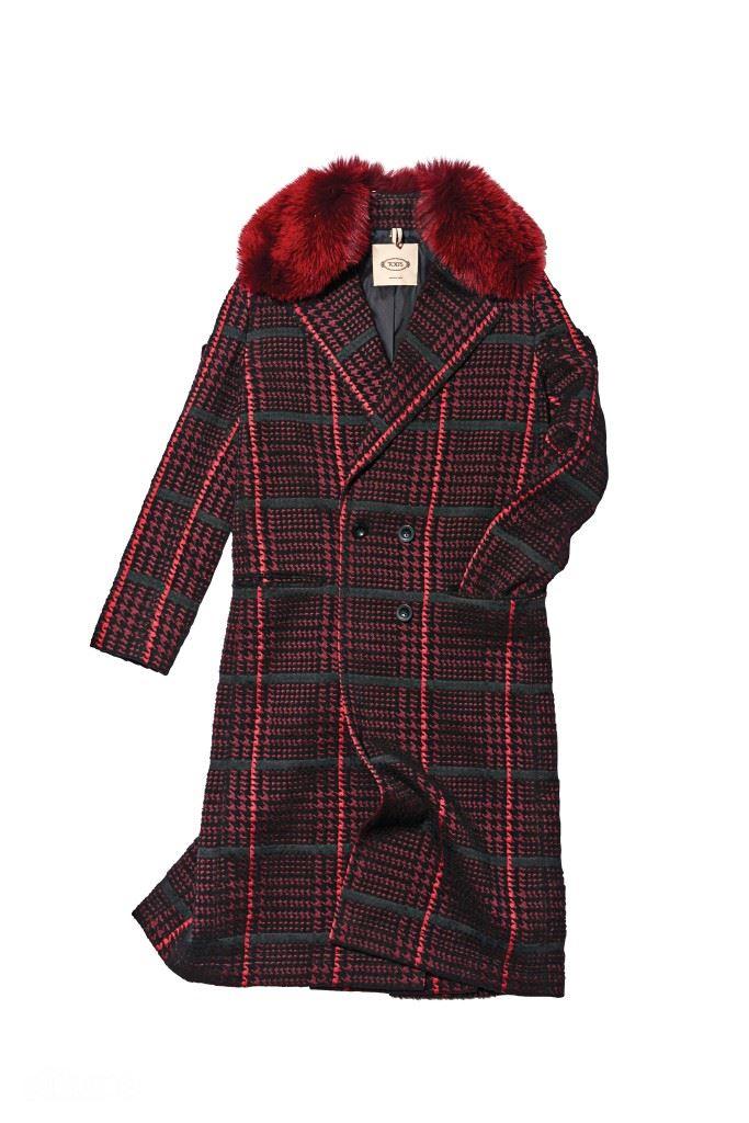 여우털 칼라 장식의 울 소재 코트는 5백90만원대, 토즈.
