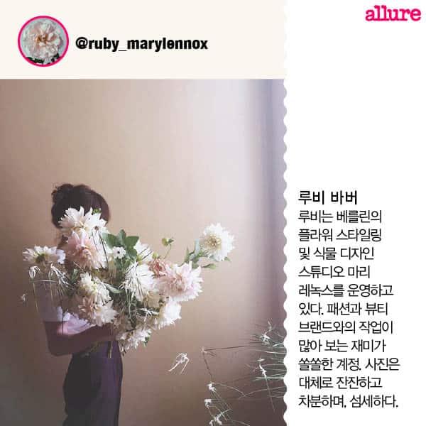 1704_Flower in hand5