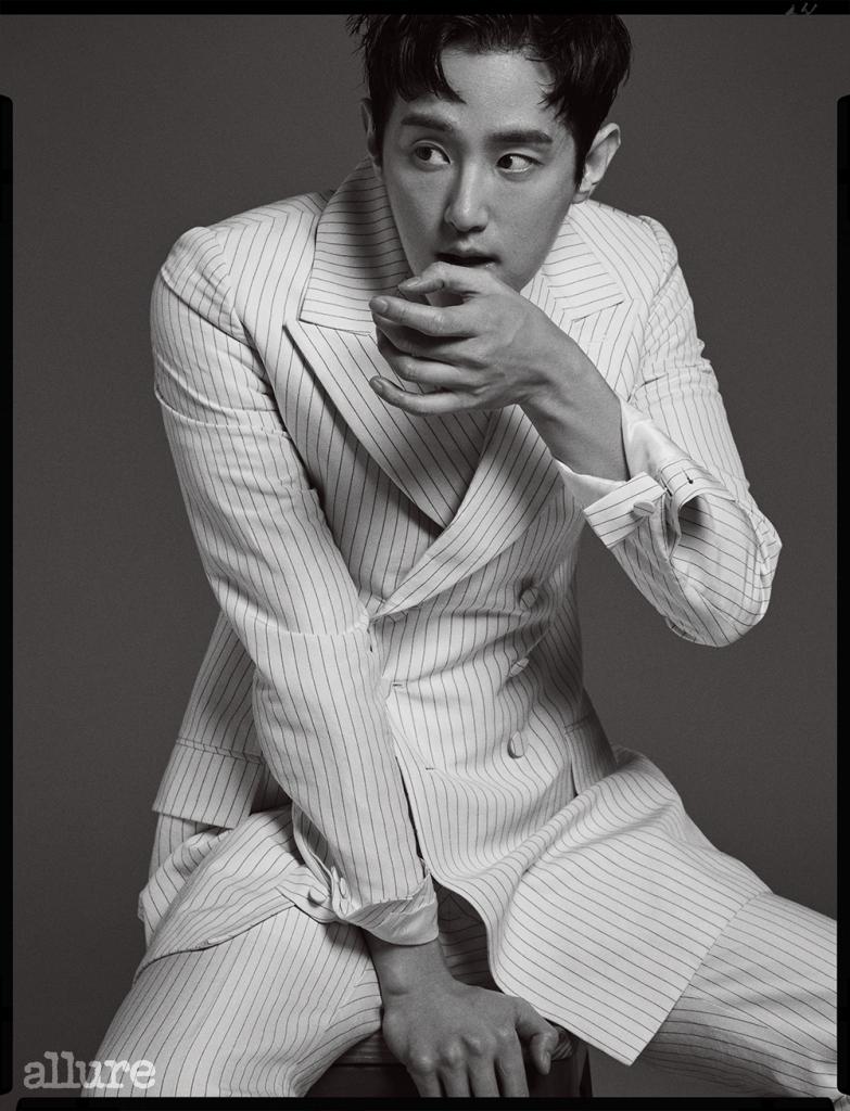 슈트는 김서룡(Kimseoryong).