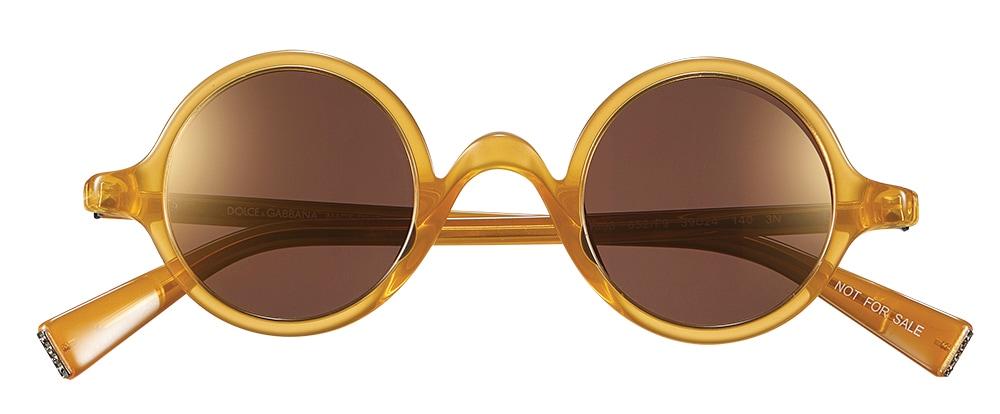 아세테이트 소재 선글라스는 40만원대, 돌체앤가바나 바이 룩소티카(Dolce&Gabana by Luxottica).