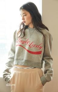 면 소재의 스웨트 셔츠는 11만8천원, 노앙(Nohant). 실크 소재의 팬츠는 14만9천원, H&M 컨셔스 익스클루시브. 면 소재의 브리프 팬티는 4만5천원, 캘빈 클라인 언더웨어(Calvin Klein Underwear).
