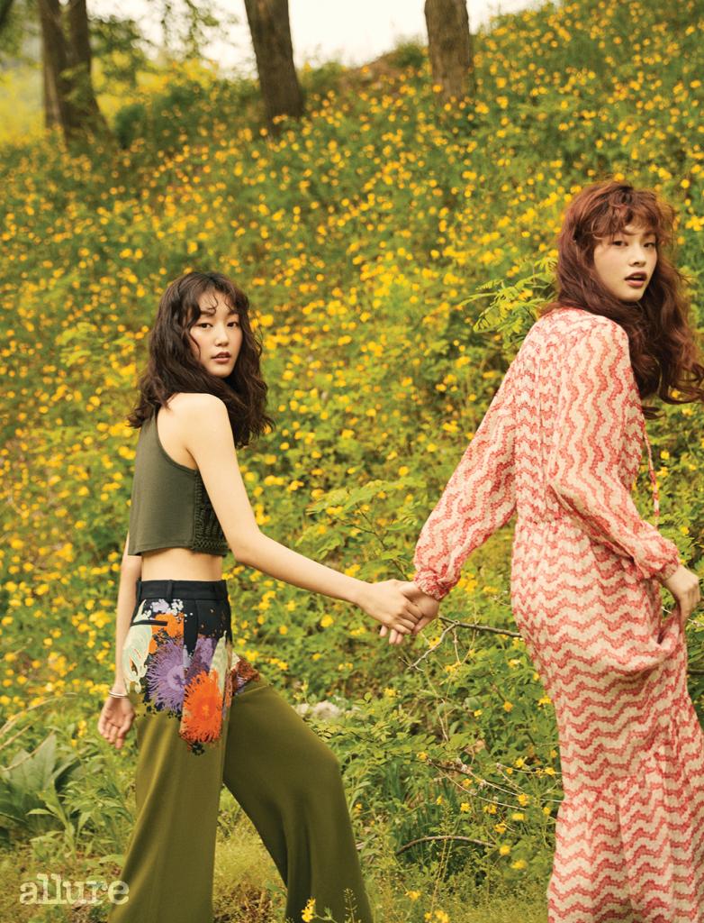 (왼쪽부터) 면 소재 크롭트 톱은 H&M. 레이온 소재 팬츠는 드리스 반 노튼(Dries Van Noten). 시폰 소재 드레스는 더 쿠플스.