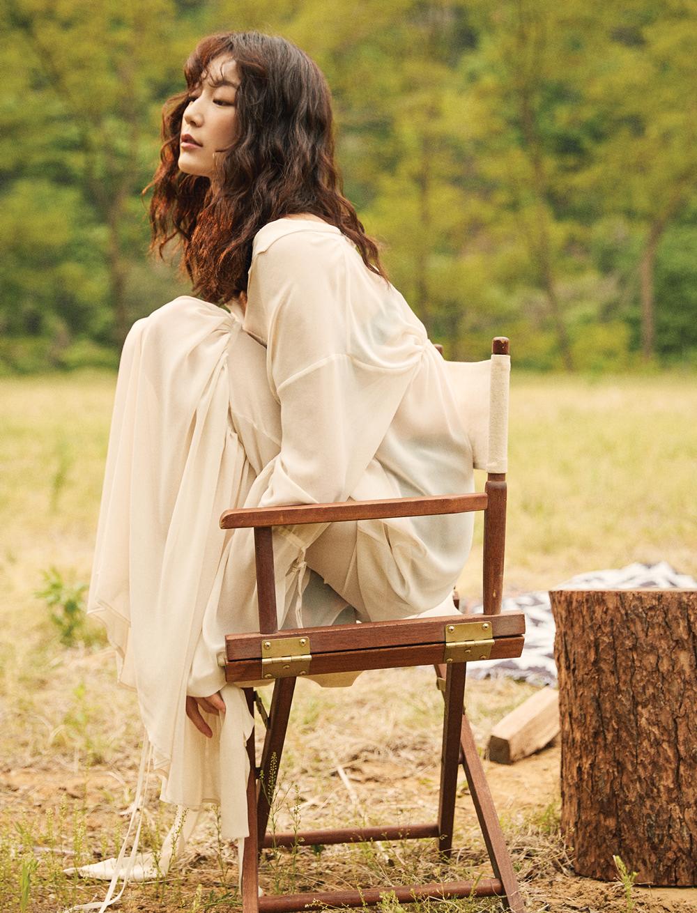 시폰 소재 드레스는 YCH.