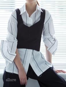 폴리에스테르와 레이온 소재 스트라이프 셔츠는 19만8천원, 로우클래식(Low Classic). 폴리에스테르와 아크릴 혼방 소재 뷔스티에 톱은 15만9천원, 보브(VOV). 울 소재 팬츠는 23만8천원, 렉토.