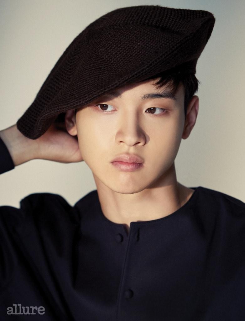 베레모는 김서룡 옴(Kimseoryong Homme). 셔츠는 오디너리 피플.