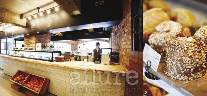 1 강남역 뚜레쥬르의 2층 레스토랑의 오픈 키친.2 뚜레쥬르의 새 메뉴 천연발효빵.