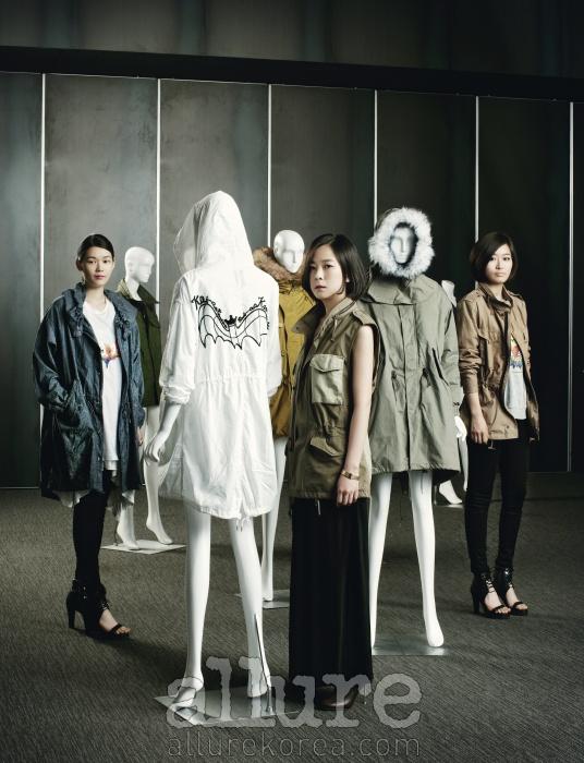 2009년부터 2011년까지의 다채로운 레플리카 컬렉션을 걸친 마네킹과 레플리카를 세상에 내놓은 카이아크만의 디자이너 고우리, 조혜옥, 박민선(왼쪽부터).